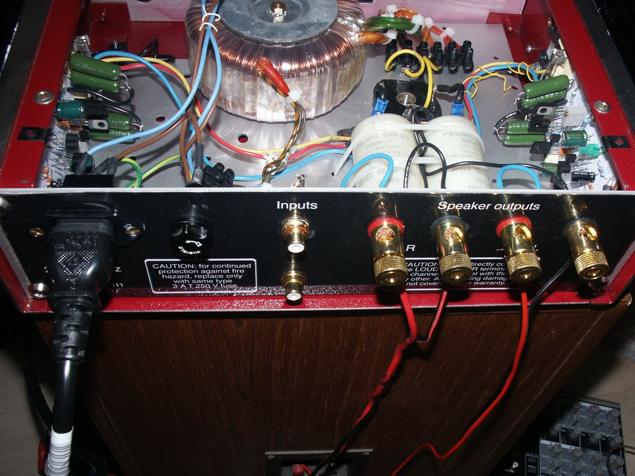 A 55 W Power Stereo Amplifier Based On Esp P3a Davide Bucci 50 Watt Transistor Circuit View Of The Filter Capacitors With Transistors Mounted Heatsinks At Full Edge Clipping Sine Wave