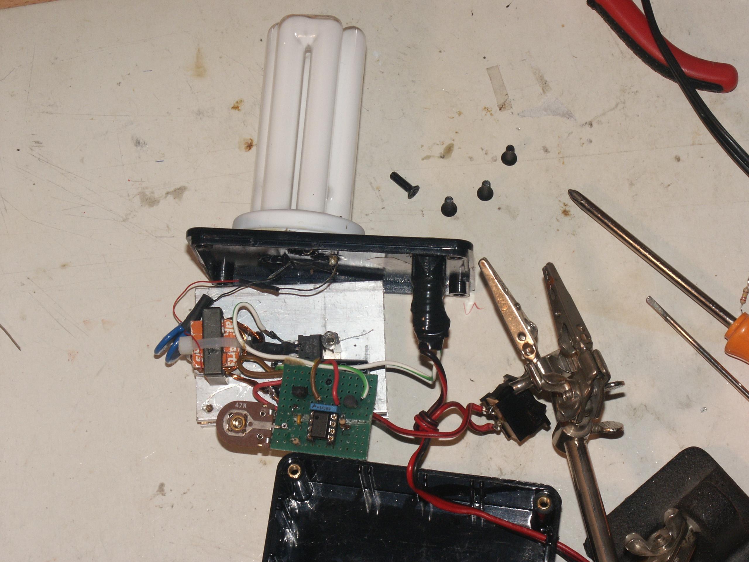 Schema Elettrico Per Tubo Al Neon : Un inverter per lampada fluorescente da 20 w davide bucci